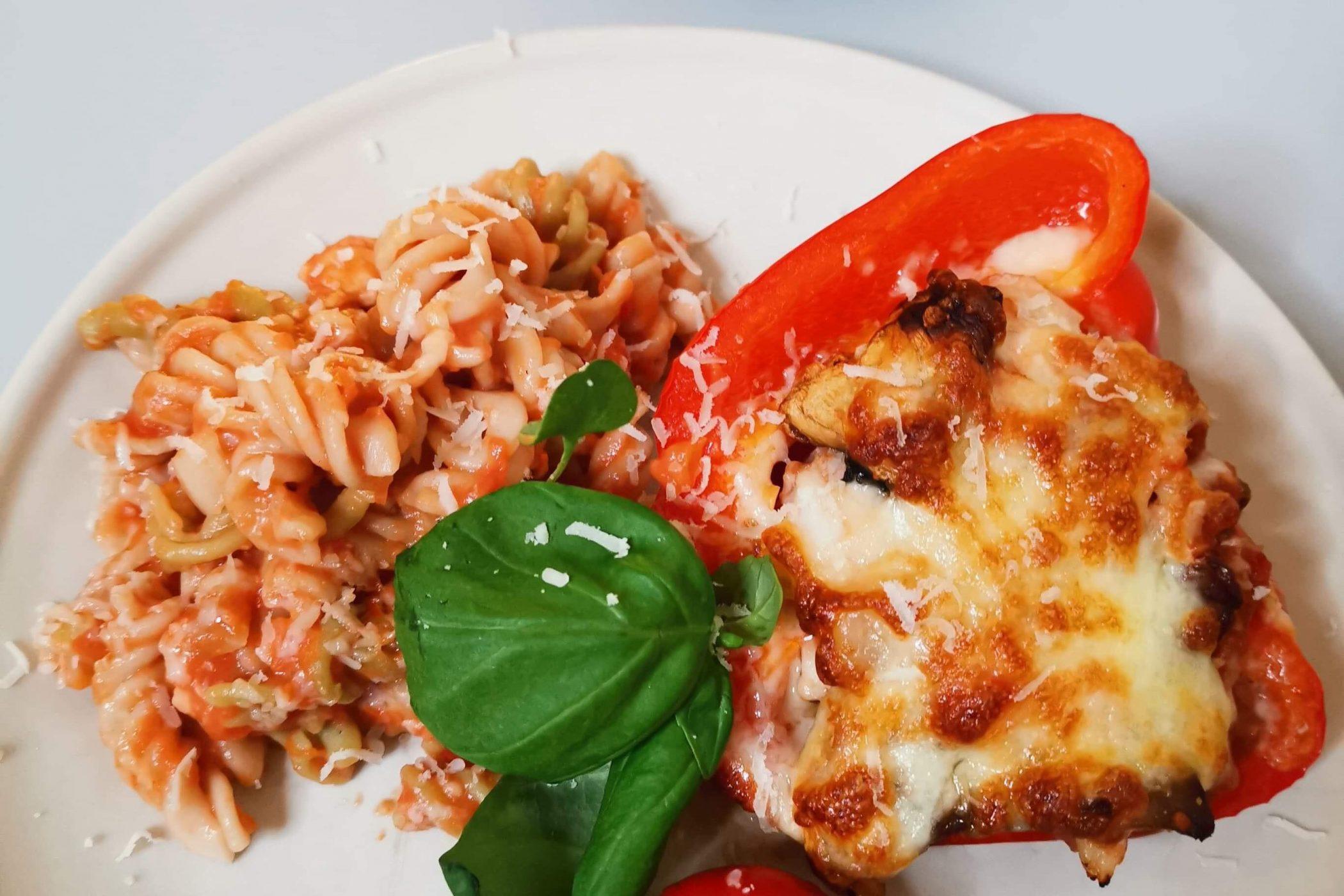 Fylt paprika med tomatisert torsk og brunrispasta